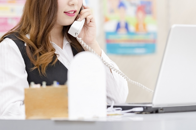 【紹介】難聴者の電話事情って?便利な電話補助装置とは?商品例を紹介!