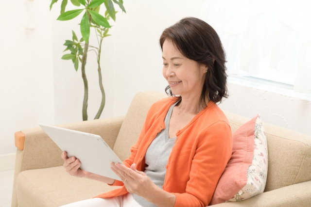 【News】聞こえにくさの調査から読み取る!高齢者の補聴器着用者は相当低い