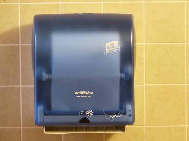 【News】子供の聴力に影響がある?トイレのハンドドライヤーによる騒音の研究